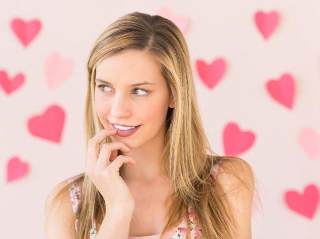 Studi Ungkap Manfaat Senyum Palsu Bagi Kesehatan Mental