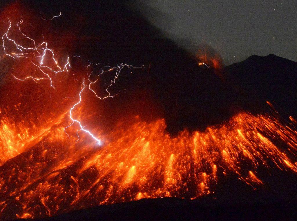 Video: Penampakan Menakjubkan Erupsi Gunung Reventador