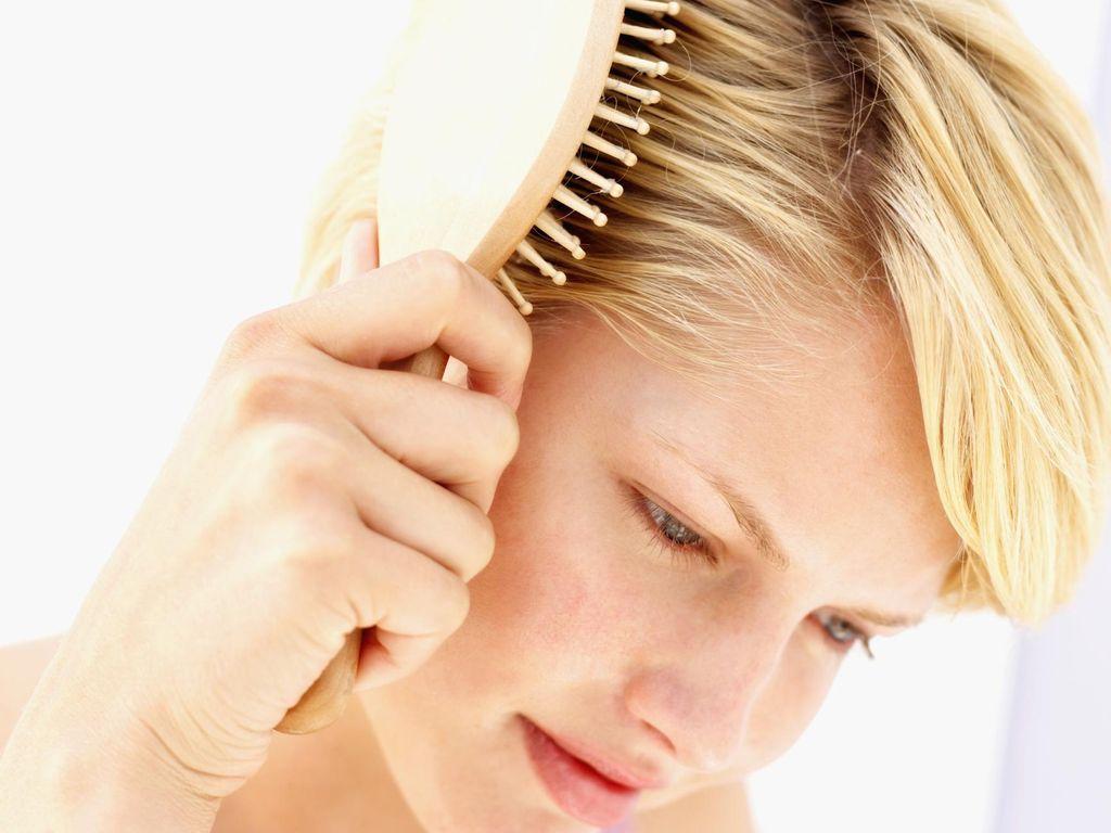 5 Kesalahan Menyisir yang Bisa Membuat Rambut Kamu Rusak