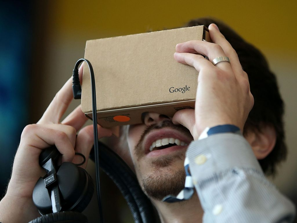 Google Batal Bikin Headset VR Premium?