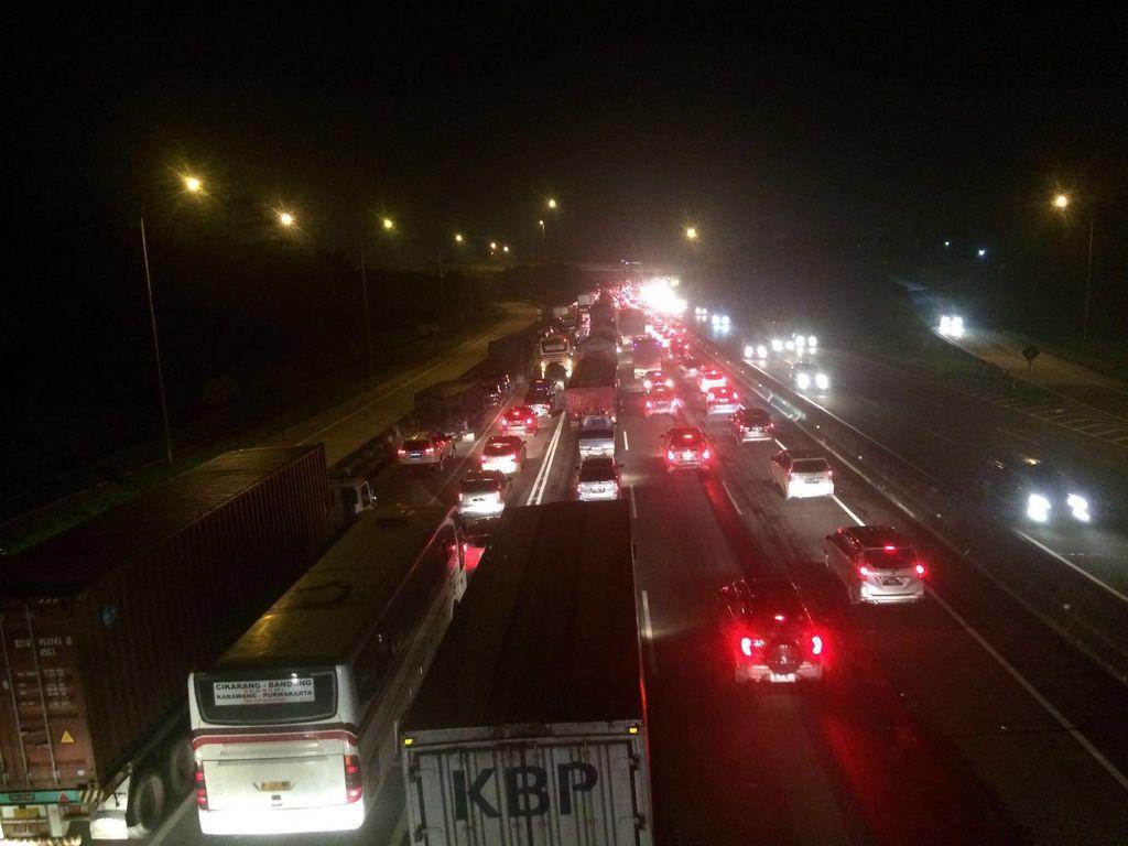Arus Balik Idul Adha, Tol Jakarta-Cikampek Padat di KM 44 dan KM 56