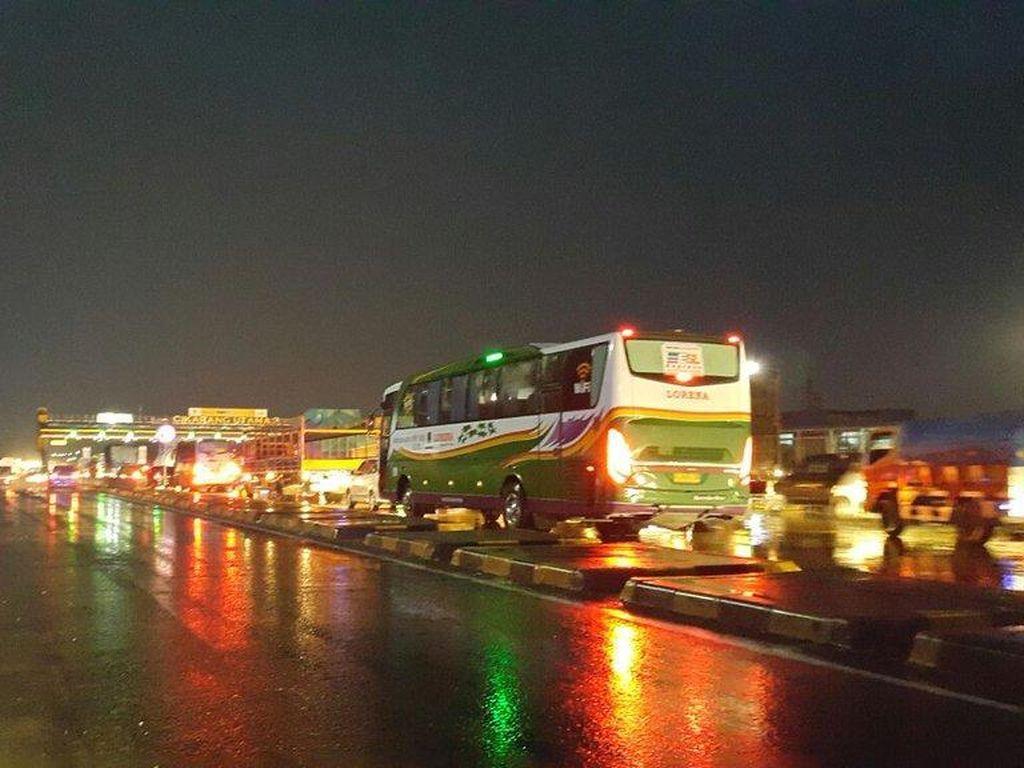 Ini Jalur Alternatif Bila Terjadi Kepadatan Kendaraan di Tol Jakarta - Merak