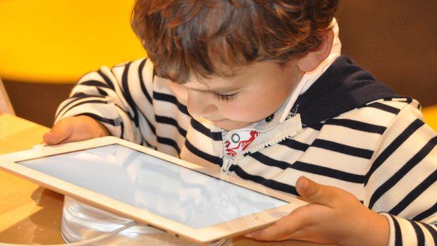 Ilustrasi Anak dan teknologi