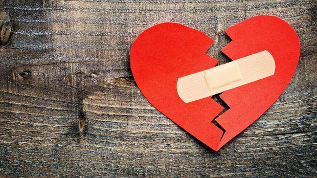 Cara Mengatasi Sakit Hati Setelah Putus Cinta