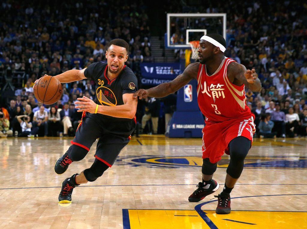 Curry 35 Poin, Warriors Redam Rockets