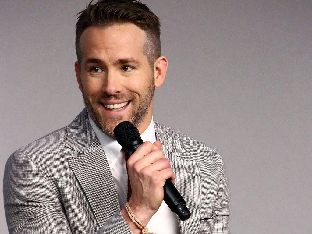 Ryan Reynolds Minta Mereka yang Mampu Berdonasi untuk Lawan Corona
