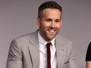 Saran Si Tampan Ryan Reynolds untuk Suami yang Istrinya Baru Melahirkan