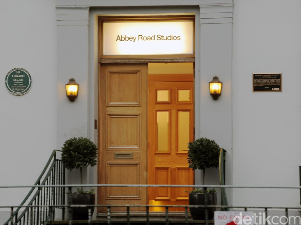 Anak Paul McCartney Bakal Buat Dokumenter tentang Abbey Road