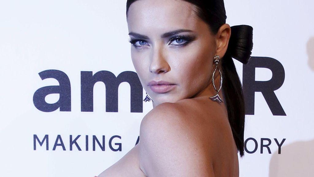 Adriana Lima Merasa Cantik Bukan Saat Jadi Model, Tapi Saat...