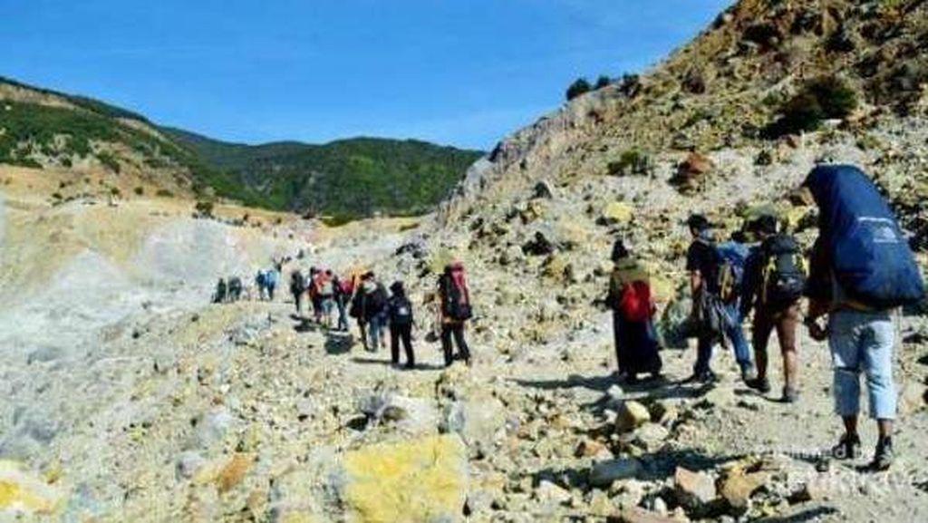 5 Gunung Keren untuk Mencari Cinta Sesama Petualang