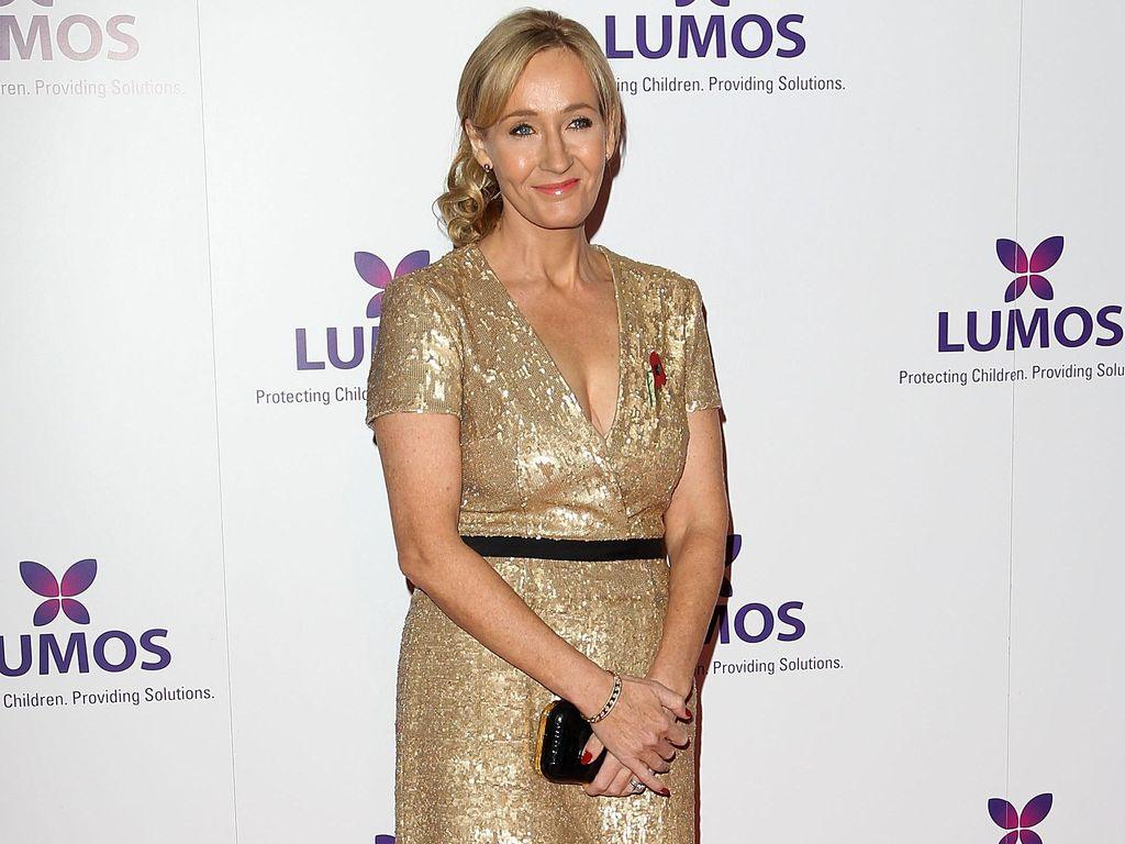 Lagi Heboh Trailer Fantastic Beasts 2, J.K Rowling Tulis Buku Anak