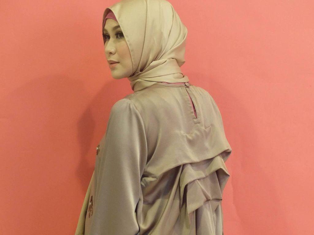 Foto: Mengintip Belakang Layar Pemotretan Fashion Zaskia Mecca