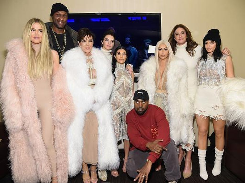 Keluarga Kardashian-Jenner Jadi Bintang Iklan Calvin Klein Underwear?