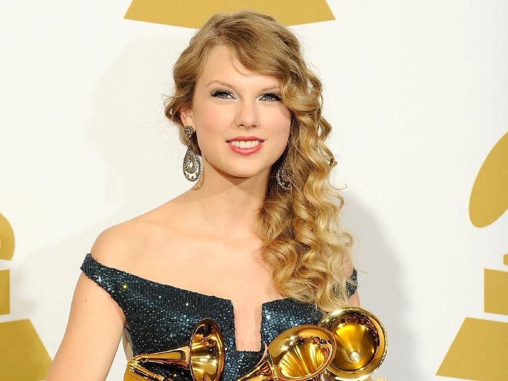 Taylor Swift Kasih Kejutan Lagi, 2 Lagu baru di Album Evermore