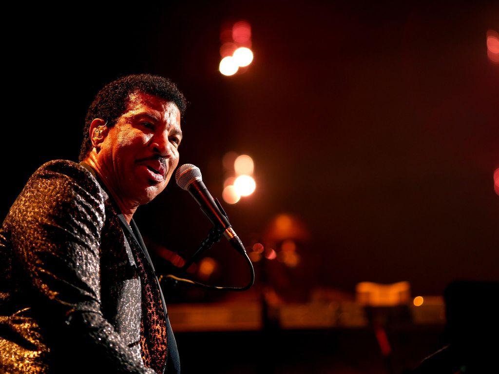 Lionel Richie Tak Setuju Putrinya Pacaran dengan Scott Disick
