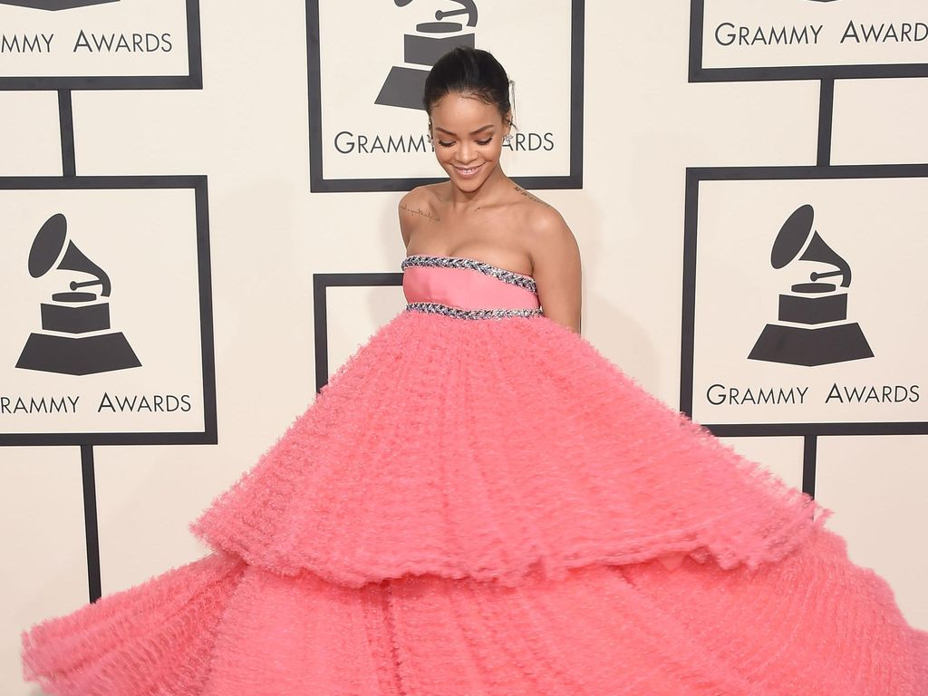 Rihanna Ungkap Nama Desainer Impian untuk Rancang Gaun Pengantinnya