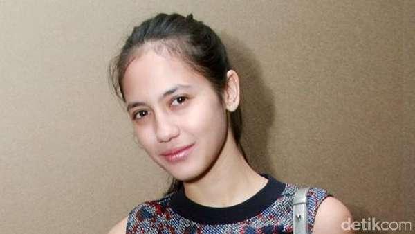 Pevita Pearce Tanpa Make-up Tebal, Cantik?