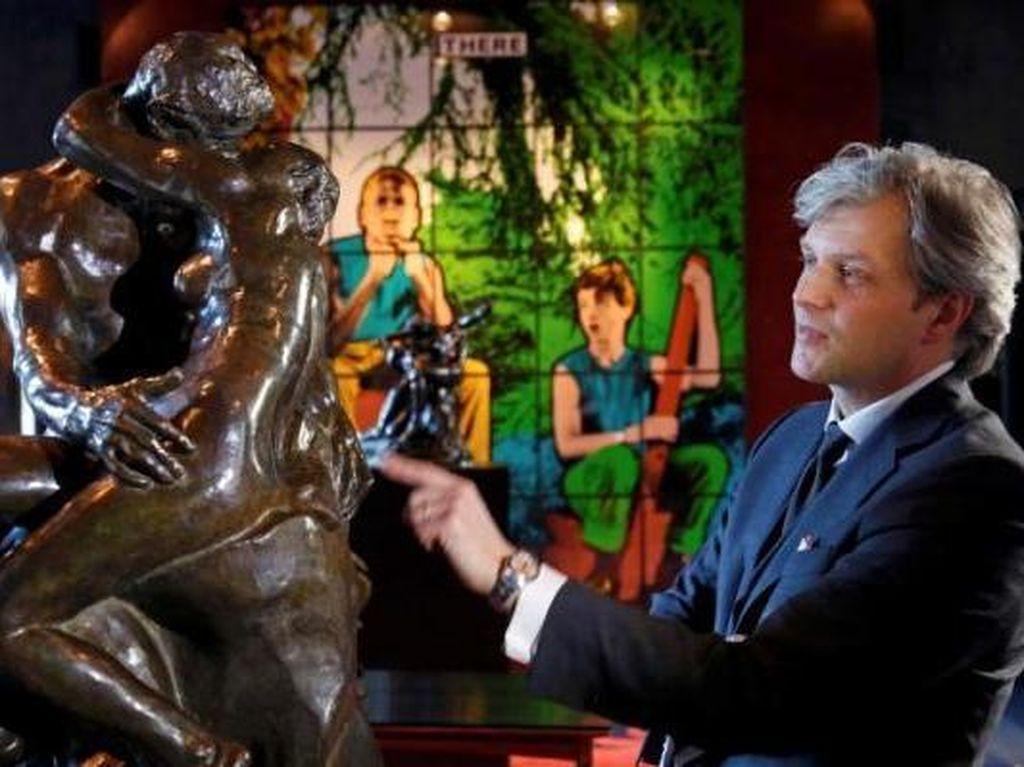 Patung Langka The Kiss Karya Auguste Rodin Kini Dipamerkan di London