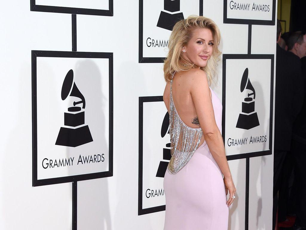 Ladies in Pink! Taylor Swift & Ellie Goulding Menawan Dibalut Gaun Pink