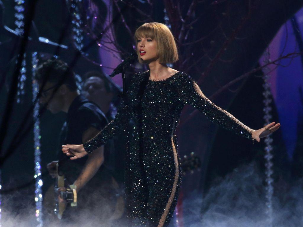 Tragedi Grammy Awards, Kematian Whitney Houston hingga Tangisan Taylor Swift