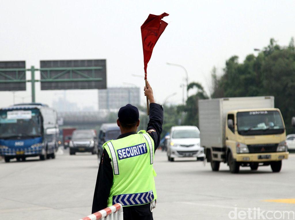 Waspada! Komplotan Maling Incar Mobil Mogok di Tol Purbaleunyi
