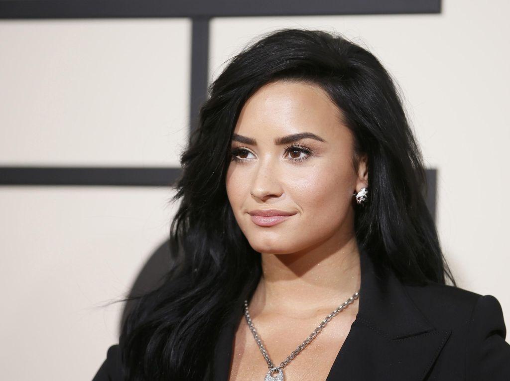 Demi Lovato Alami Stroke hingga Serangan Jantung karena Overdosis