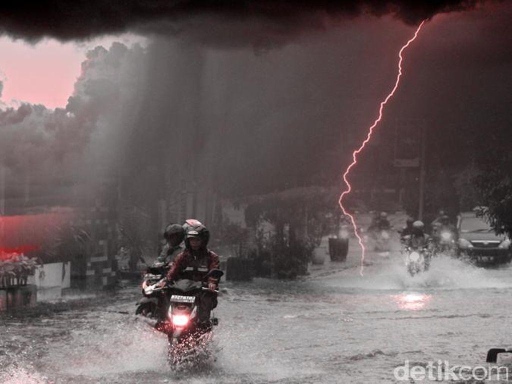 BMKG Imbau Warga Waspada Hujan Disertai Petir di Jabar