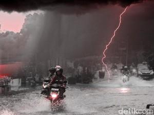 BMKG: Sebagian Besar Jateng Hujan Lebat, Waspada Bencana Hidrometeorologi