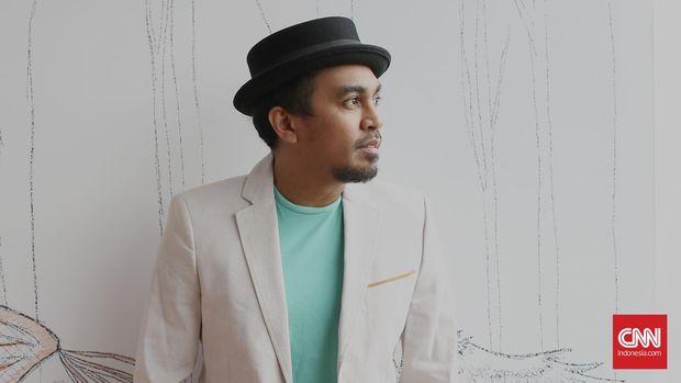 Penulis lagu dan penyanyi R&B Glenn Fredly sebagai tamu Music at Newsroom di kantor redaksi CNN Indonesia, Jakarta, Rabu, 17 Februari 2016. CNN Indonesia/Safir Makki