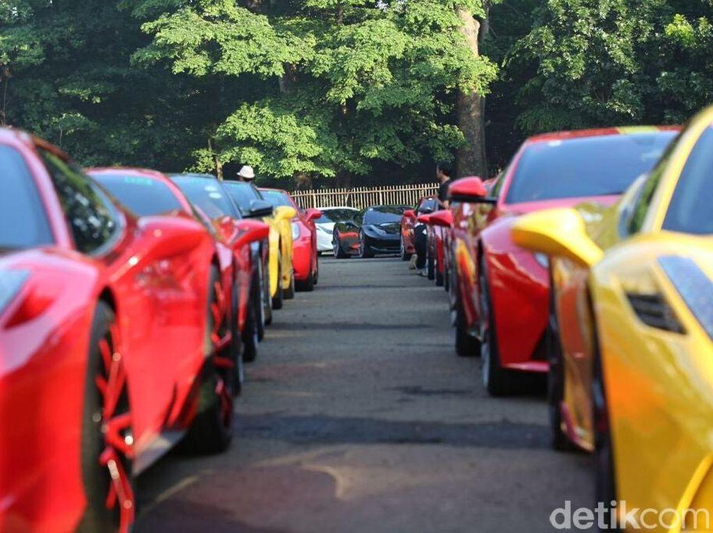 Dipanggil BPRD, dalam Hitungan Menit Belasan Ferrari Bayar Pajak