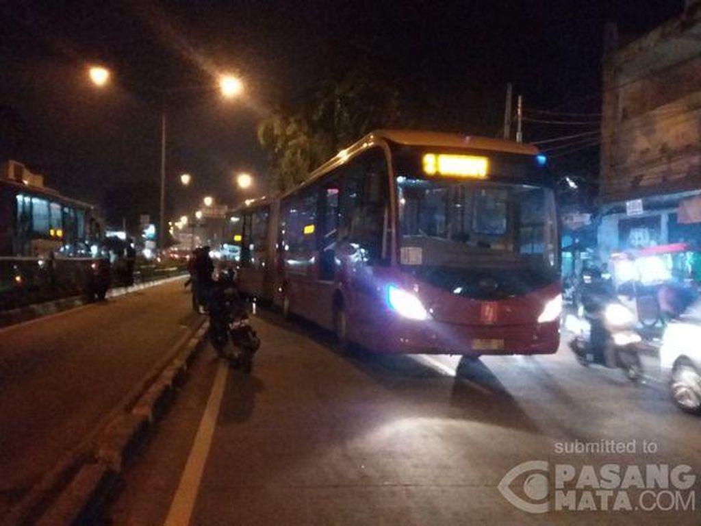 TransJ Mogok di Jl Otista, Lalin Tersendat