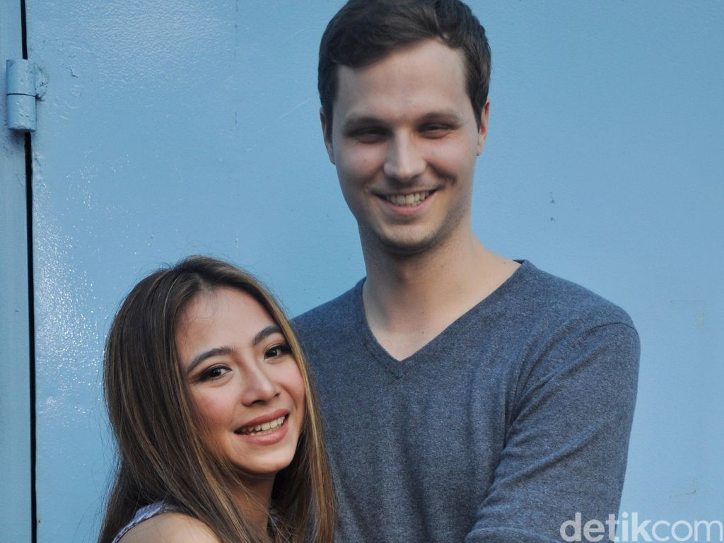 Alasan Nadia Vega Jarang Foto Mesra dengan Suami
