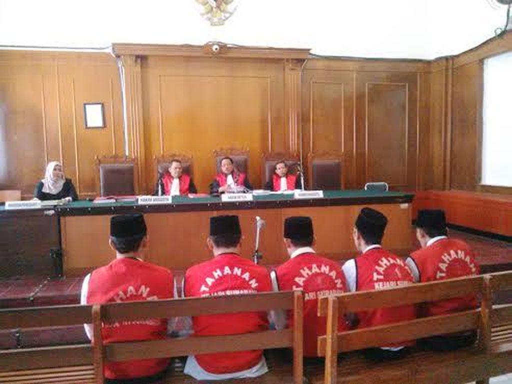 Sidang Kasus Pembunuhan Salim Kancil Gunakan Dua Ruangan