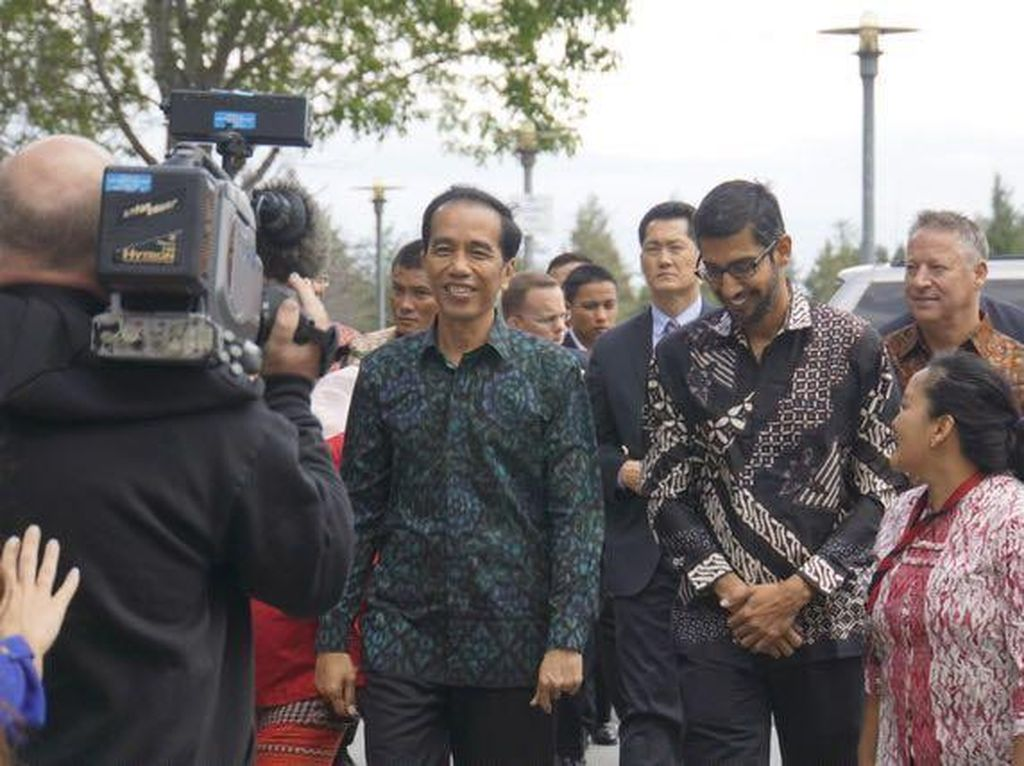 Jokowi dan CEO Google Kompak Berbaju Batik