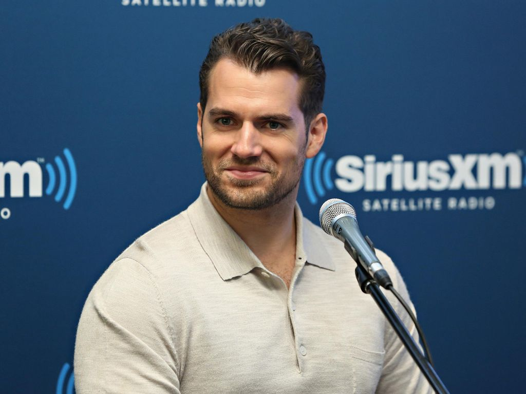 Henry Cavill Diet Air Sampai Dehidrasi Demi Adegan Mandi di The Witcher