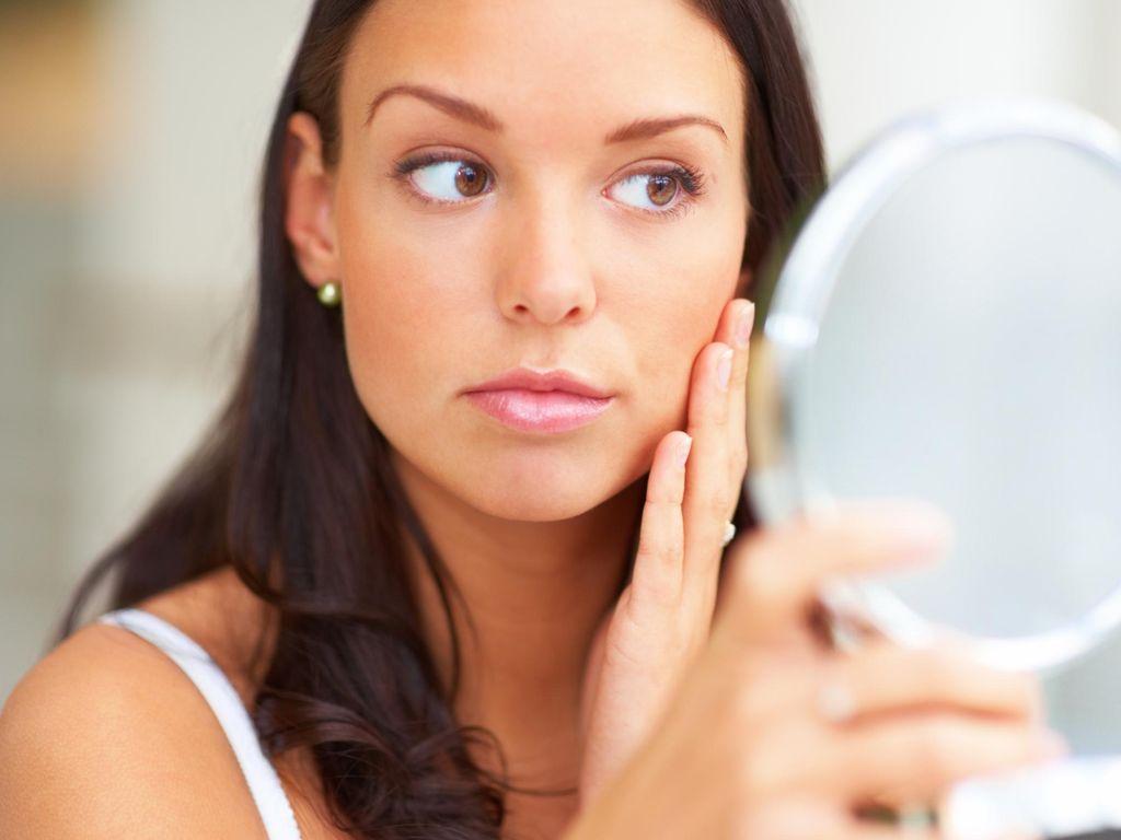 Berkat Cermin, Dokter Ini Temukan Dirinya Idap Kanker Tiroid