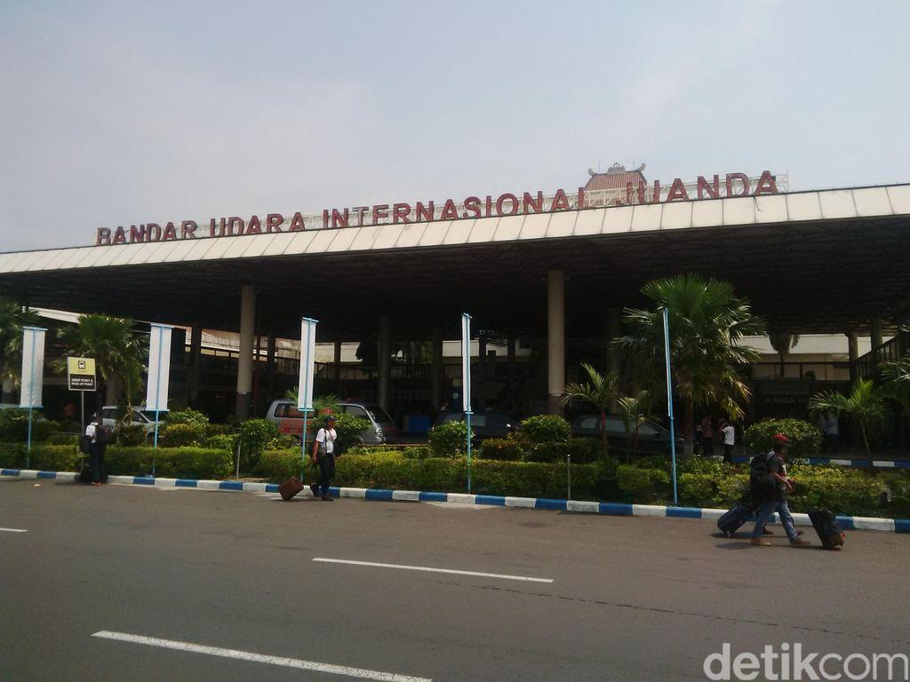 Runway Terkelupas,  Bandara Juanda Ditutup