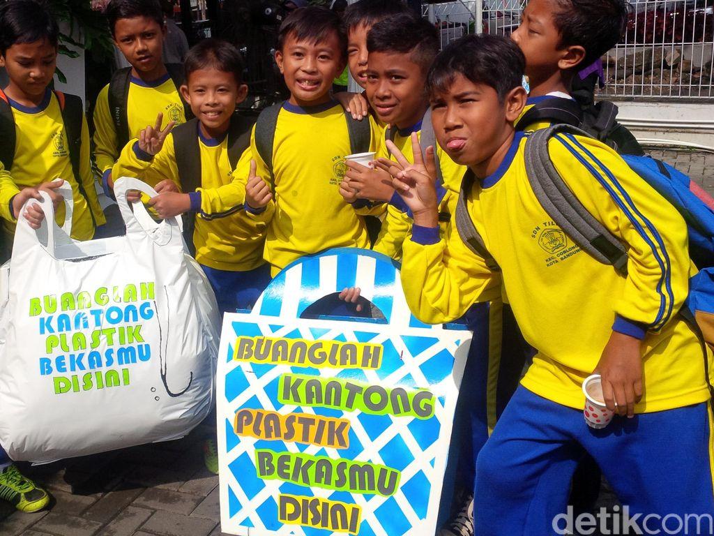 Pemkot dan Pengusaha Ritel Sepakat Kurangi Kantong Plastik di Bandung