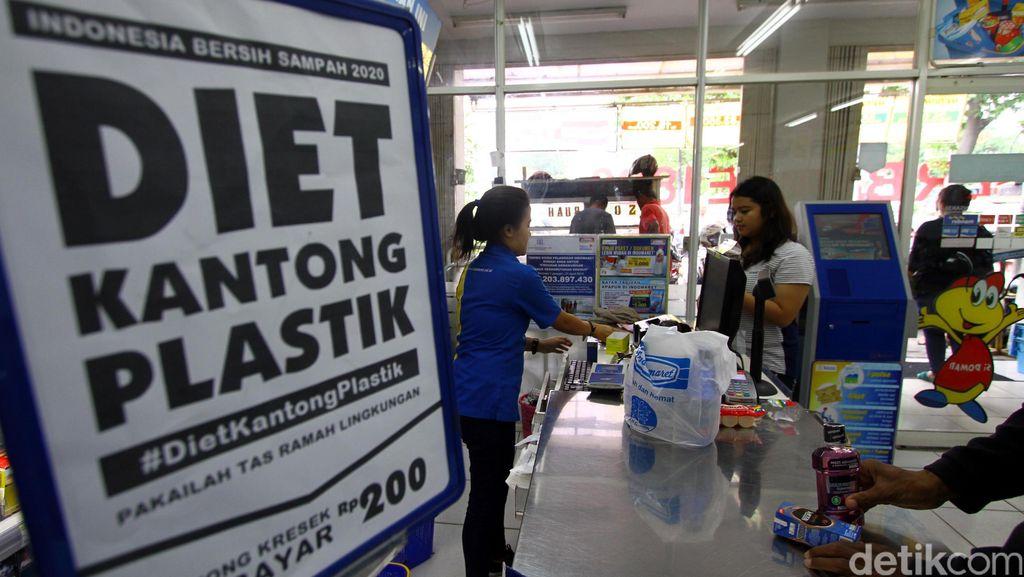 Tas Plastik Berbayar Rp 200 di Indonesia, Bagaimana di Luar Negeri?