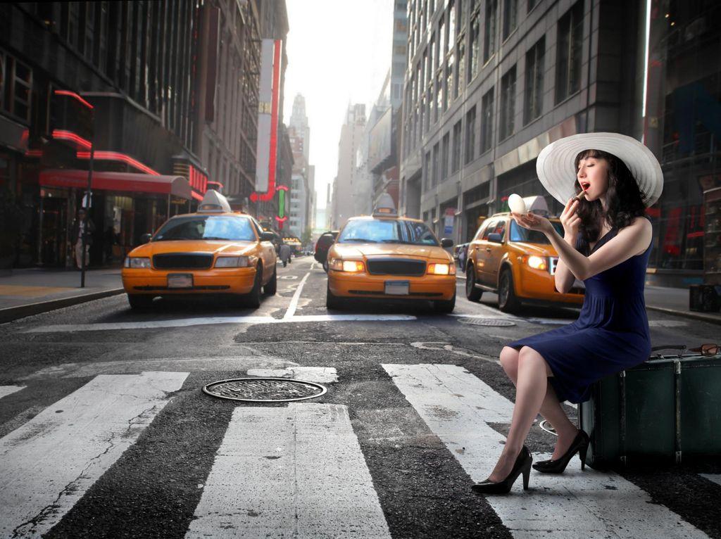 Mengira Taksi, Pengedar Ganja Malah Naik Mobil Polisi