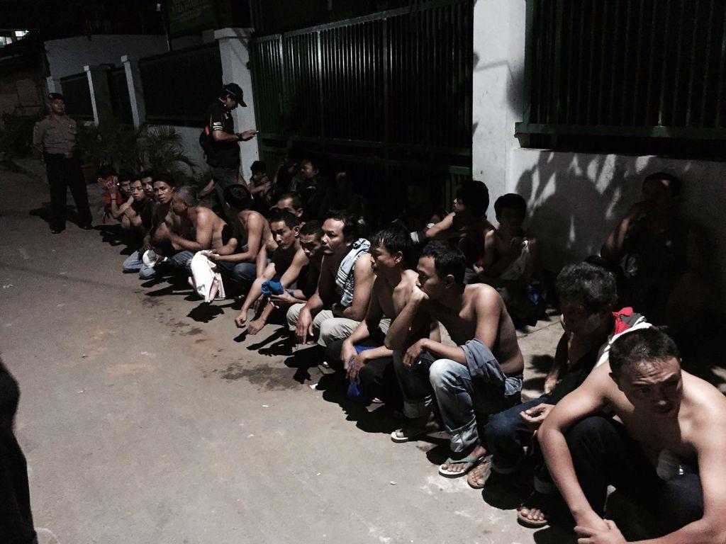 Antisipasi Tawuran, Polisi Amankan Puluhan Orang di Johar Baru Jakpus