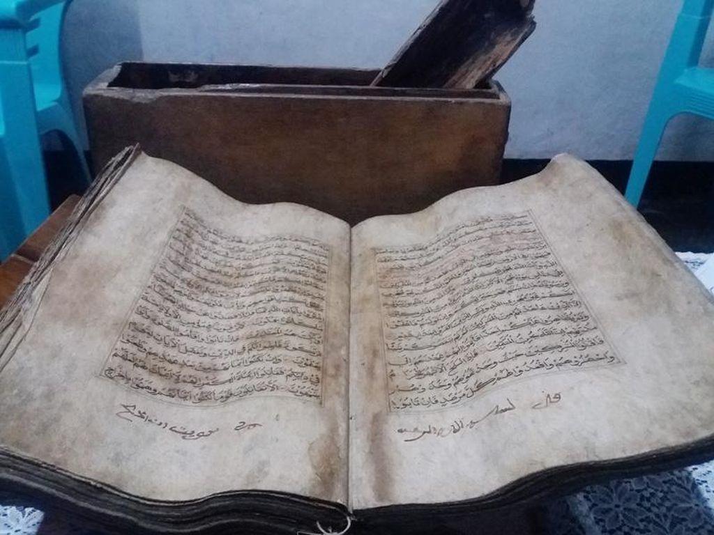 Al Quran Ratusan Tahun di Alor yang Tak Rusak Dilalap Api