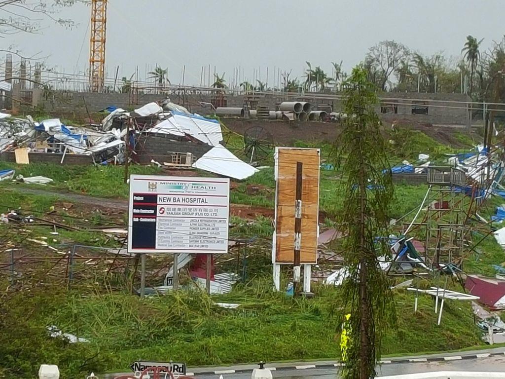 Badai Fiji Tewaskan 17 Orang, Turis Asing Mulai Terbang Pulang