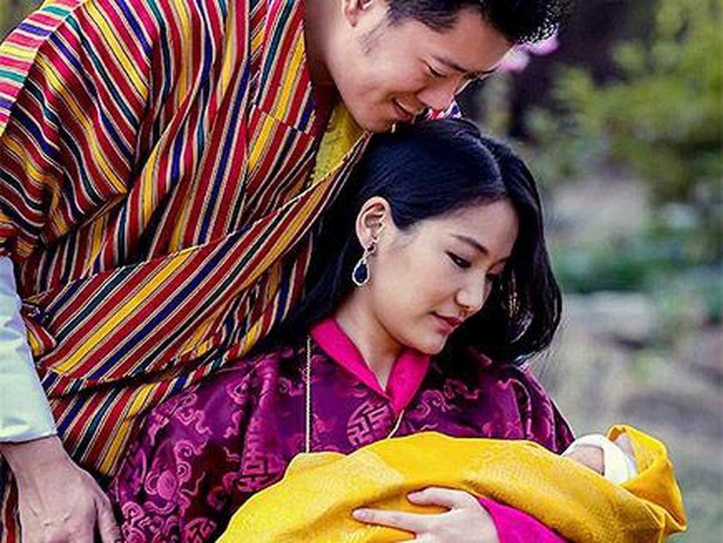Potret Harmonis Keluarga Kerajaan Bhutan yang Rajanya Enggan Poligami
