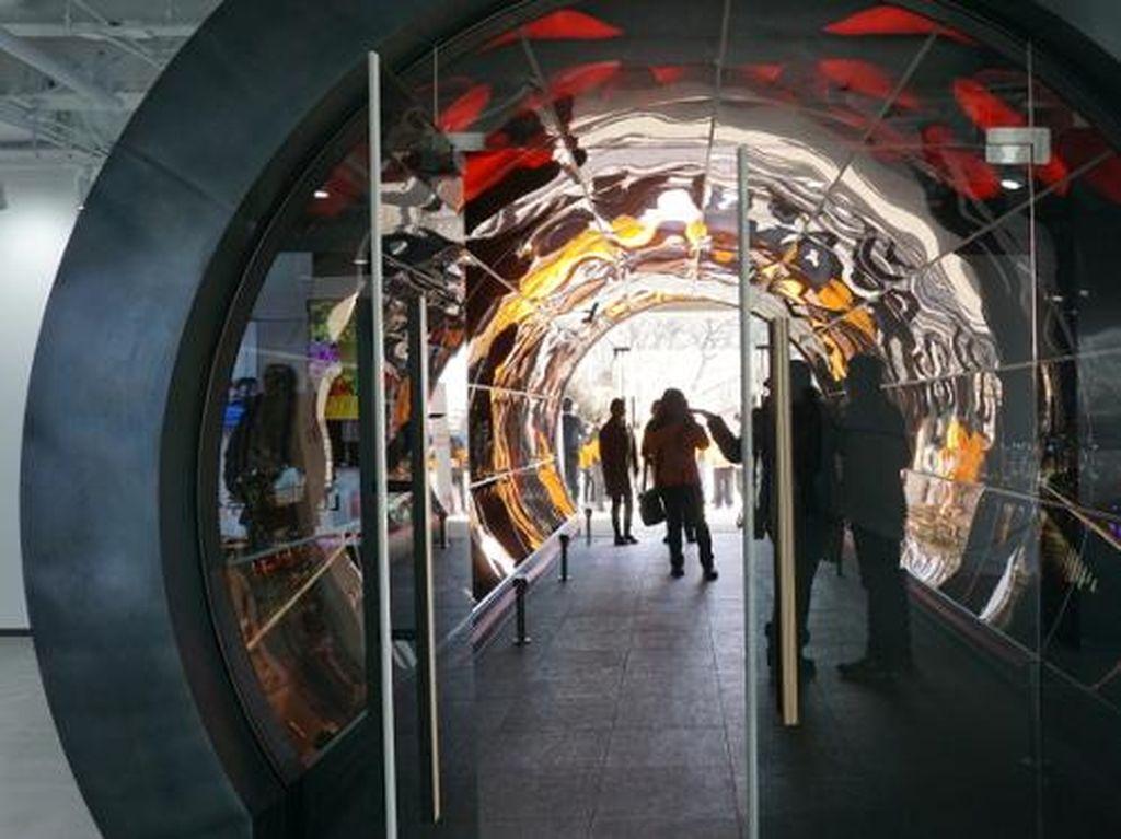 Terowongan OLED di Seoul Tower