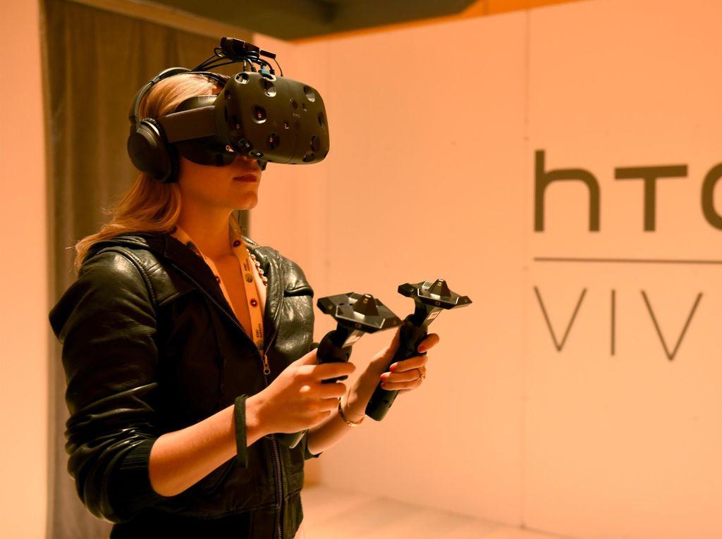 Intel Bikin Sensor Tambahan untuk HTC Vive