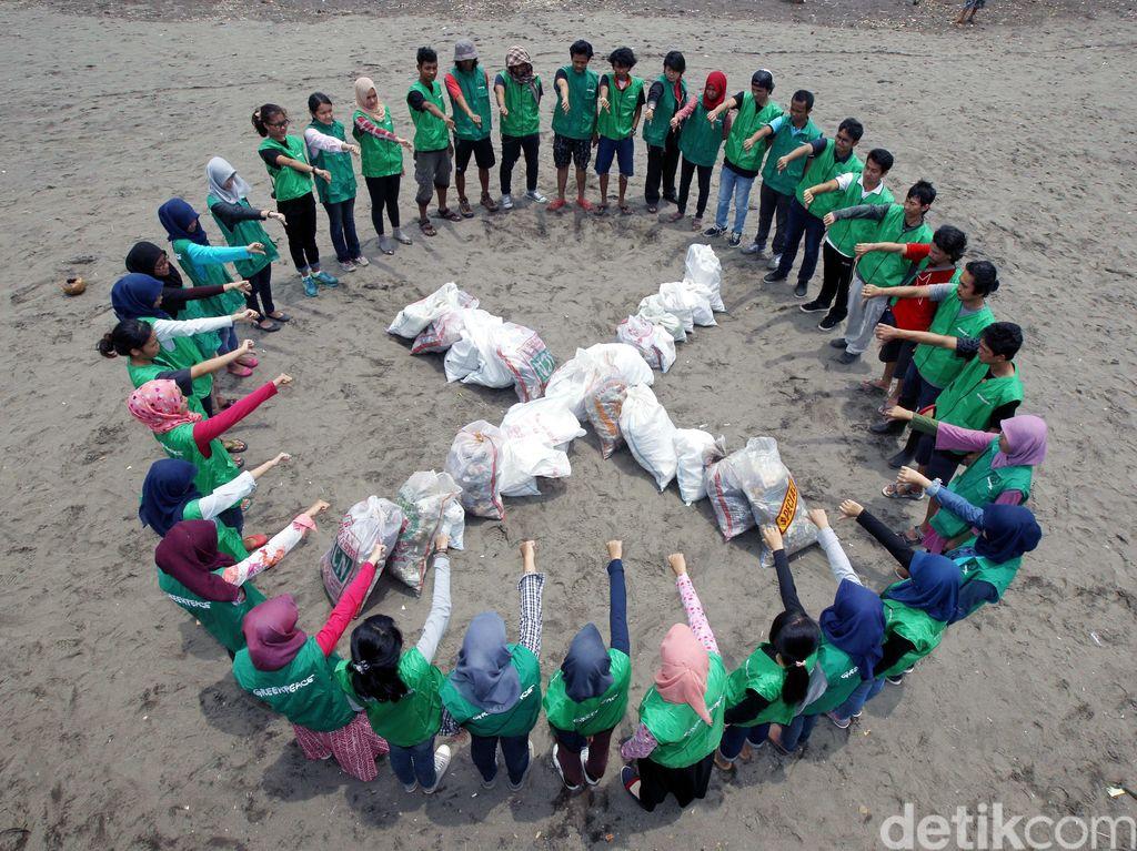 Aksi Bersihkan Laut dari Sampah