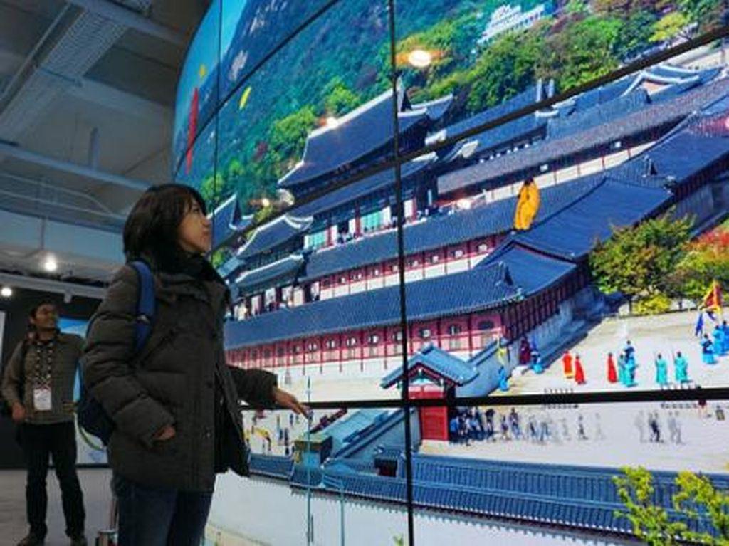 Sentuhan Seni OLED LG di Seoul Tower