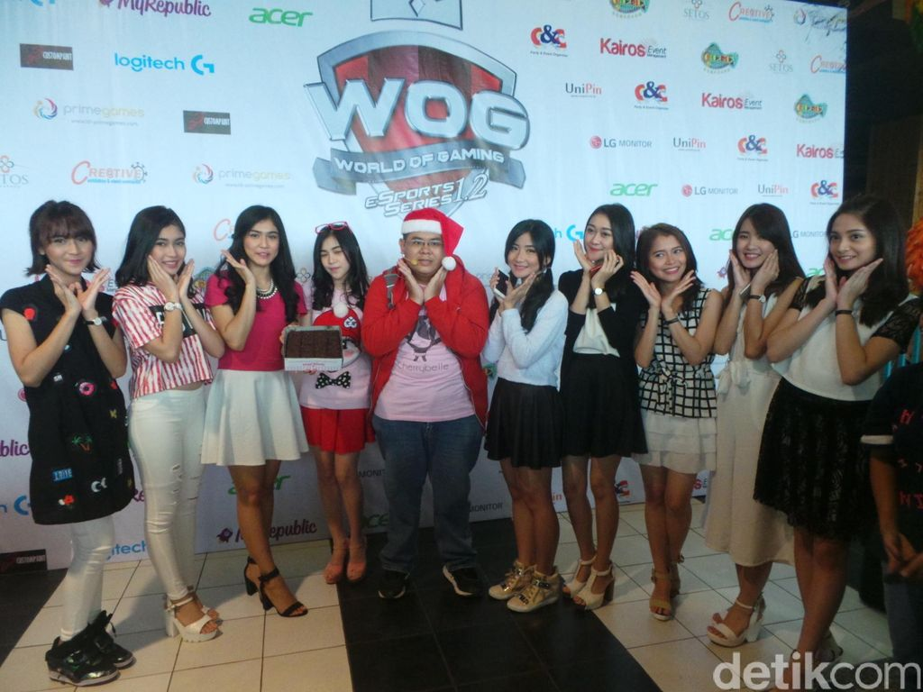 Kue dan Ciuman Fans Ramaikan Ulang Tahun ke-5 Cherrybelle di Semarang