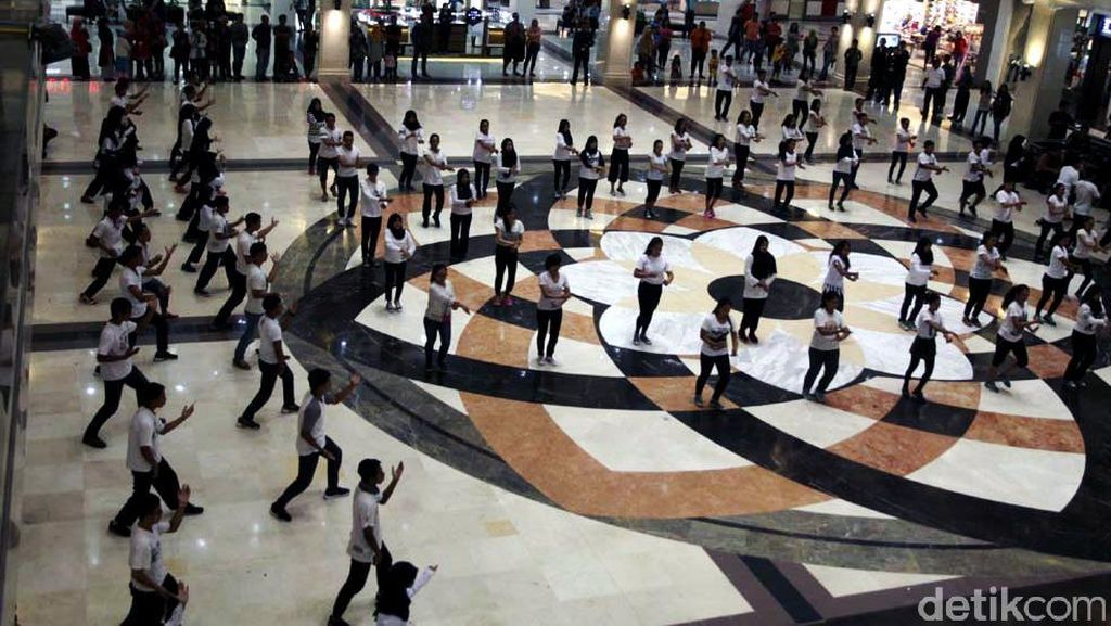 Ratusan Pesilat Serbu Plaza Ambarrukmo Yogyakarta